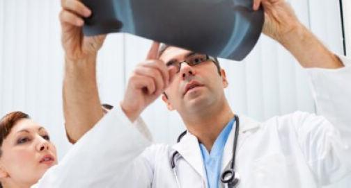 闭合复位治疗儿童肱骨髁上骨折后予石膏